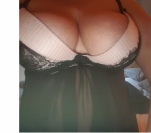 Lahora escort girl Monessen, PA